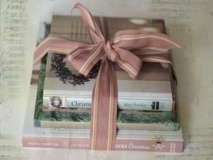 Libros atados con una cinta