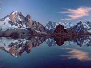 Casa de piedra en las montañas