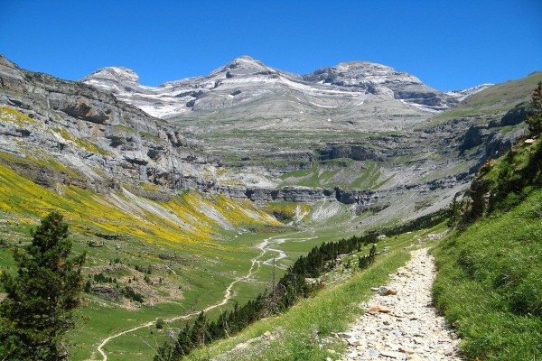 Circo de Soaso y macizo del Monte Perdido, en el valle de Ordesa (España)