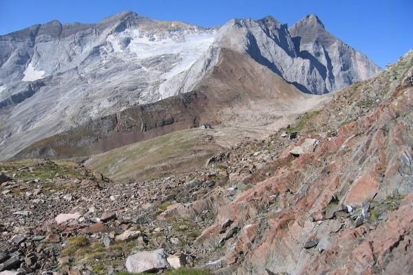 Refugio Bayssellance (2.651 m) a los pies del Vignemale
