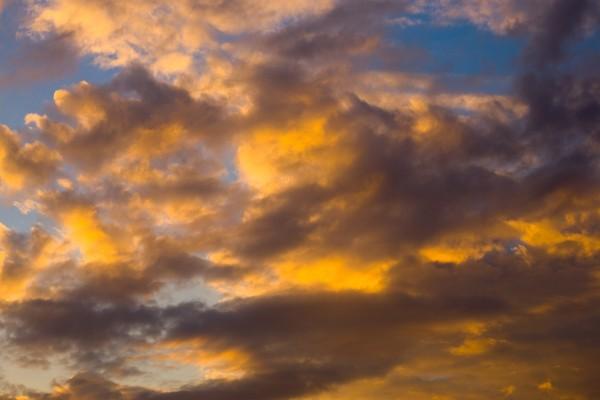 Cielo con varias nubes