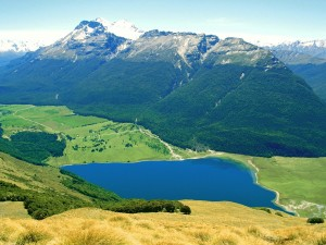 Postal: Vista de un lago en un bello lugar
