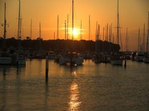 Postal: Atardecer en el puerto deportivo