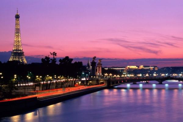 Anochece en París