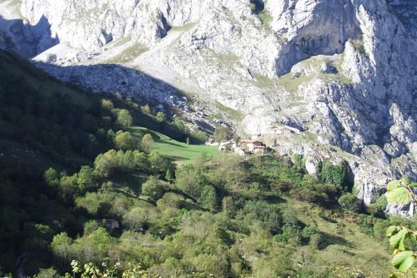 Pueblo en la montaña, Bulnes (Asturias)