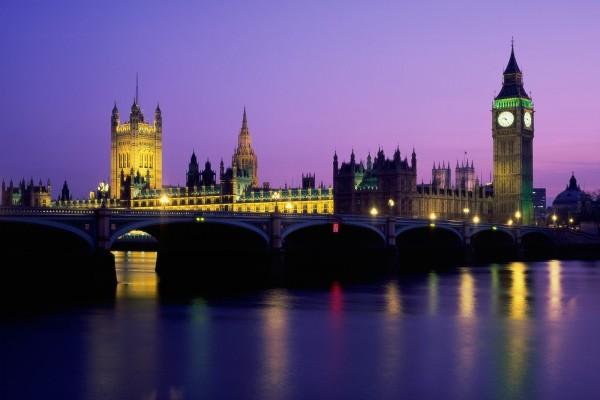 Vista nocturna del Big Ben y el Palacio de Westminster, Londres