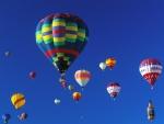 Globos aerostáticos en el cielo