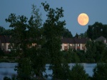 Gran luna llena en el cielo
