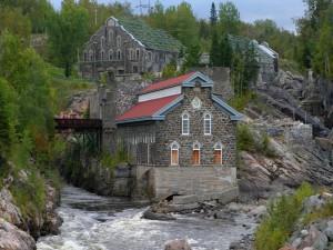 Postal: Edificios cerca del río