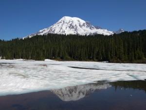 Capa de hielo sobre el agua