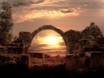 El sol en el arco de piedra