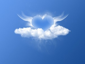 Postal: Un corazón entre nubes