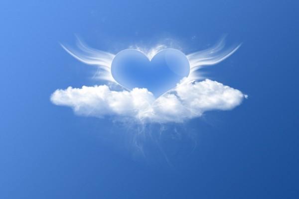 Un corazón entre nubes