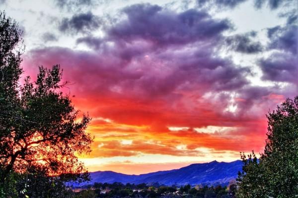 Colores en el cielo y en las montañas