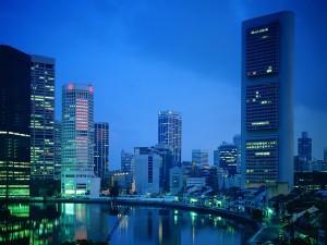Cielo sin nubes en la noche de la ciudad