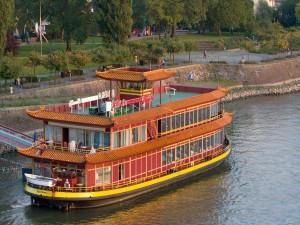Un barco restaurante