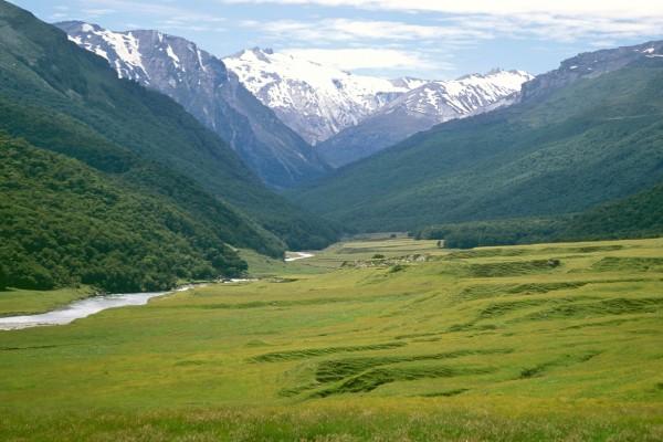 Río en las montañas de Nueva Zelanda