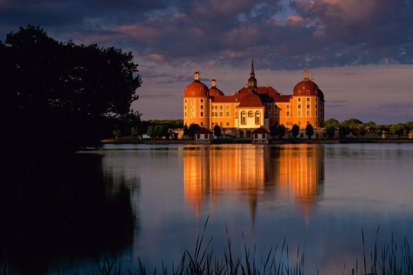 El castillo de Moritzburg visto al atardecer