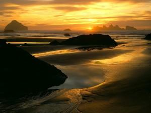 Postal: Atardecer en una preciosa playa