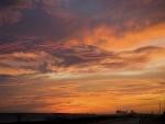 Cielo con colores anaranjados al atardecer