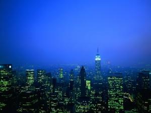 Postal: Luces verdes en los edificios