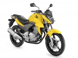 Postal: Honda CB300R amarilla