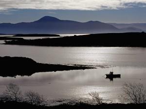 Postal: Barco en el agua al oscurecer