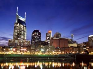 Anochecer en el centro de Nashville, Tennessee