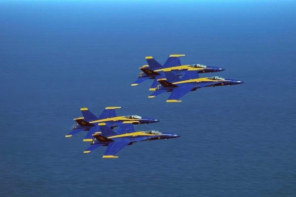 Ángeles azules en formación
