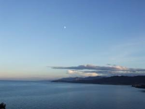 Postal: La luna sobre el mar Cantábrico