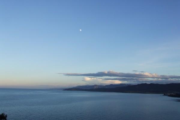 La luna sobre el mar Cantábrico