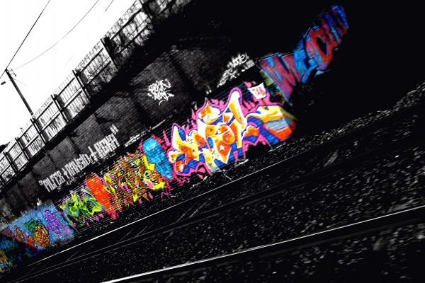 Pintadas en las vías del tren
