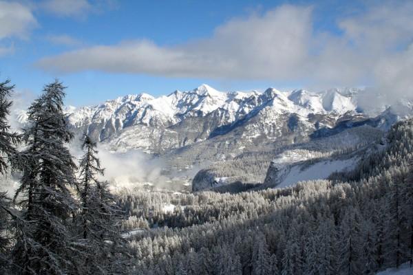 Nieve en las montañas y alrededores