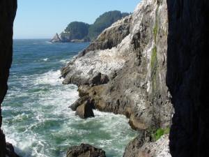 Faro visto desde las rocas