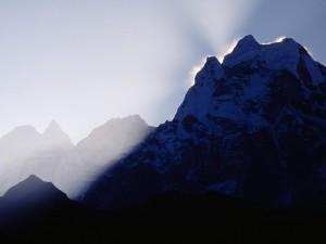 Destellos del sol en la montaña