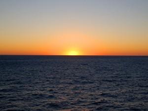Postal: Espectacular atardecer en el mar