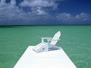 Postal: Silla cerca del mar