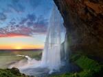 Cascada y el sol en Islandia