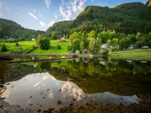 Postal: Paisaje que se refleja en el lago