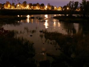 Postal: Oscuridad en el río