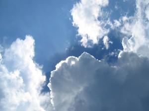 Postal: El sol escondido entre las nubes