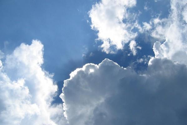El sol escondido entre las nubes