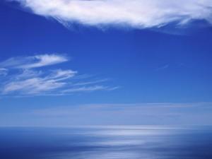 Postal: Colores azules en el mar y el cielo