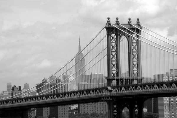 El puente de Manhattan en blanco y negro