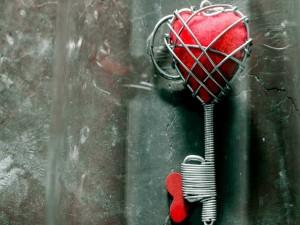 Postal: LLave con un corazón