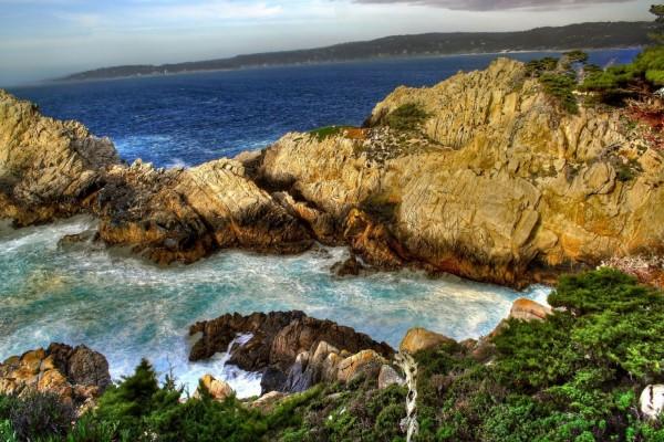 Rocas dentro del mar