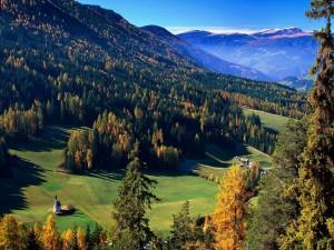 Postal: Otoño en un pueblo de la montaña