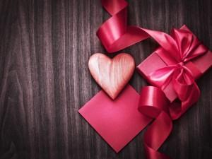 Corazón y caja de regalo para el Día de San Valentín