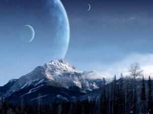 Luna y planetas cerca de la montaña