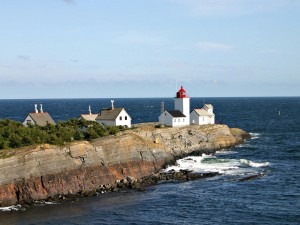 Postal: Faro y el océano
